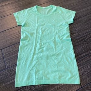 Lululemon Swiftly Tech Short Sleeve Crew in Green